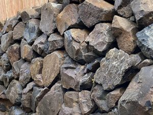 Geotechnical engineered retaining wall with blended rocks.